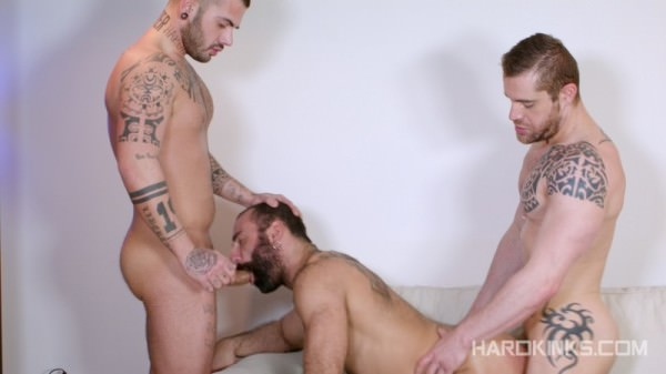 Hardkinks Bearded Plaything Aday Traun, Isaac Eliad Paco