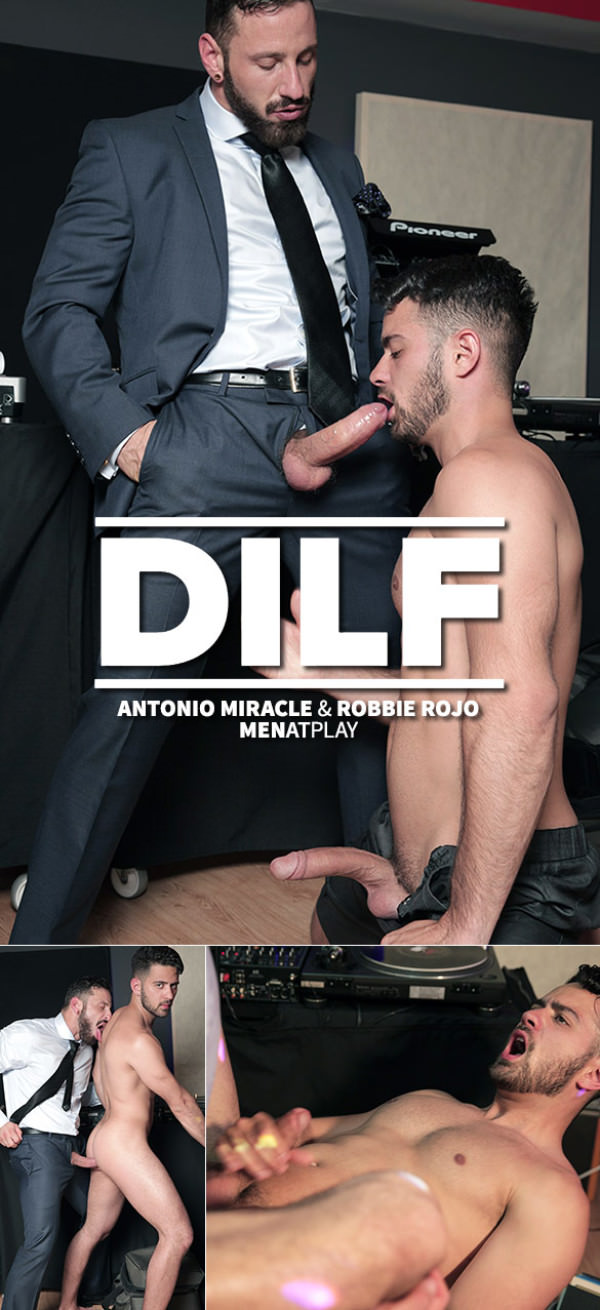 MenAtPlay DILF Antonio Miracle Fucks Robbie Rojo