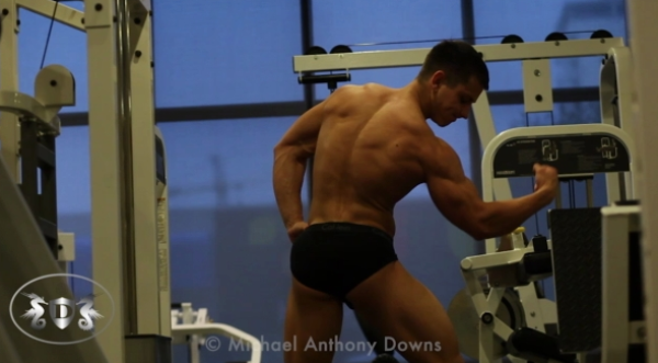 AllAmericanGuys Fitness newcomer Nesthor in the gym