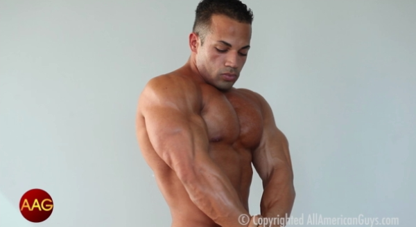 AllAmericanGuys Beefy Ronald flexes for the cams