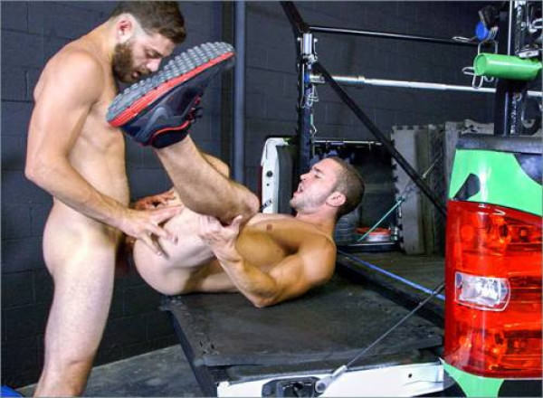 JockHunter Anal Action In The Gym Colt Rivers Tommy Defendi