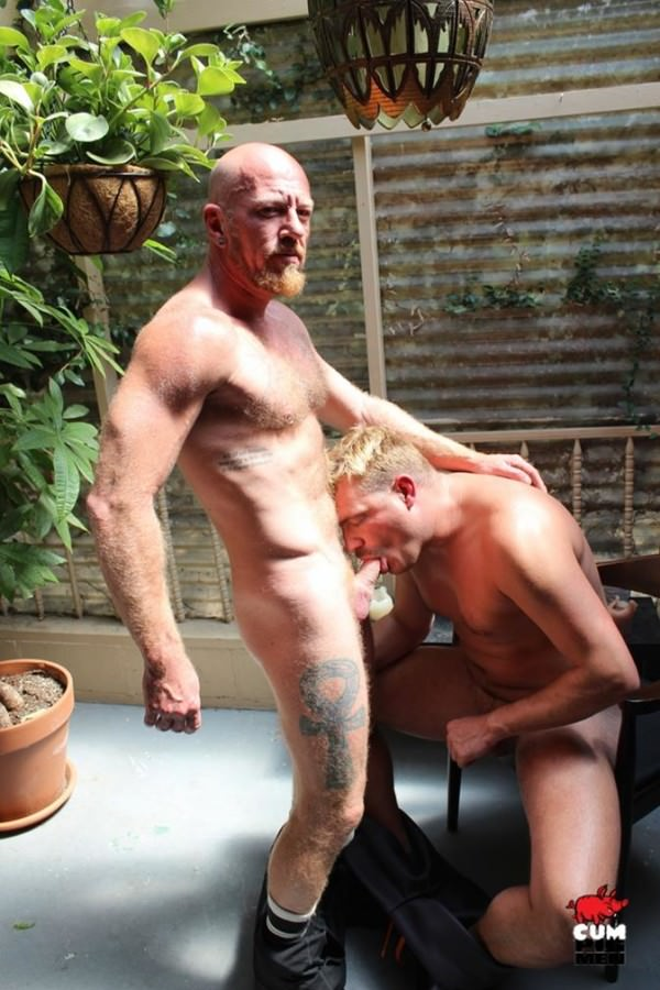 Cumpigmen Dick Savvy Pounds Ryan's Mouth On The Terrace
