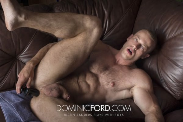 DominicFord Justin Sanders Plays with Toys Solo