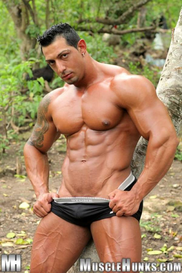 MuscleHunks Ezequiel Martinez Solo