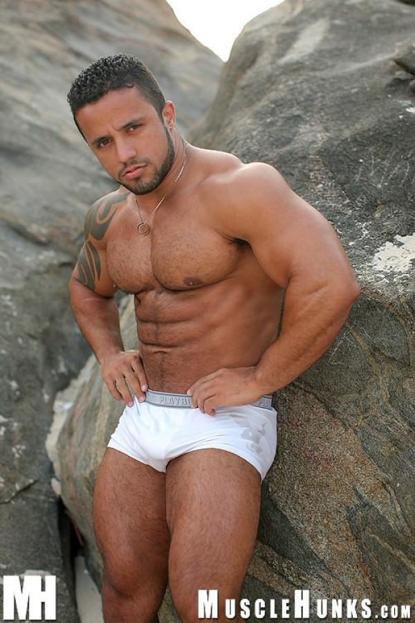 MuscleHunks Adelio Latin Muscle Macho Solo