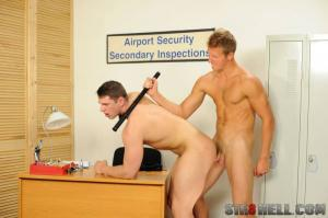 Str8hell – Robin Valej & Aron Ros Raw – Airport Security