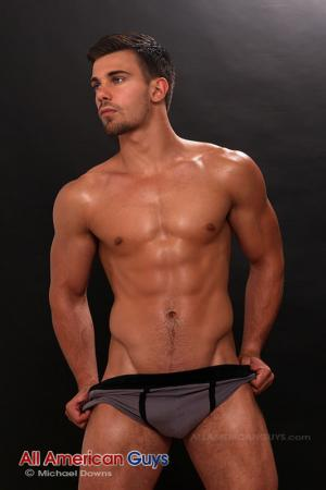 AllAmericanGuys – Sean B. keeps it sexy