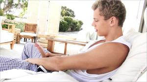BelAmiOnline – Greek Salad – Jerome's Big Problems