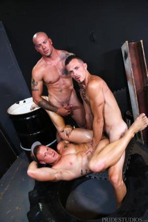 ExtraBigDicks – Warehouse Hookup Part 3 – Sean Duran, Jimmie Slater & Saxon West