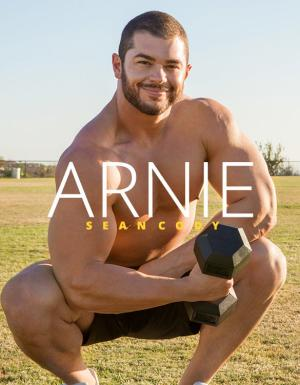 SeanCody – Muscle hunk Arnie rubs one out