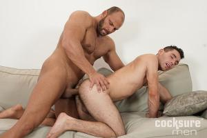 CockSureMen – Thomas Ride Barebacks Omar Radek
