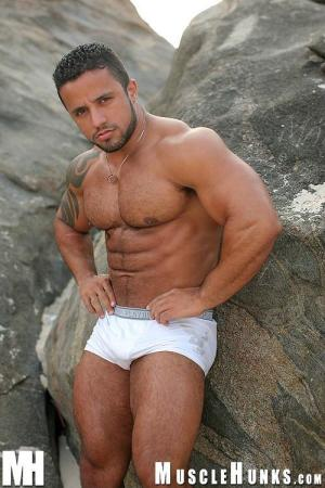MuscleHunks – Adelio – Latin Muscle Macho – Solo